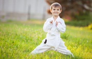 Preschool Boy Practicing Karate Outdoors Pbf5qdc